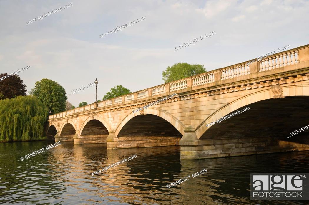 Stock Photo: Stone road bridge over the Serpentine lake, Hyde Park, London, England, UK.