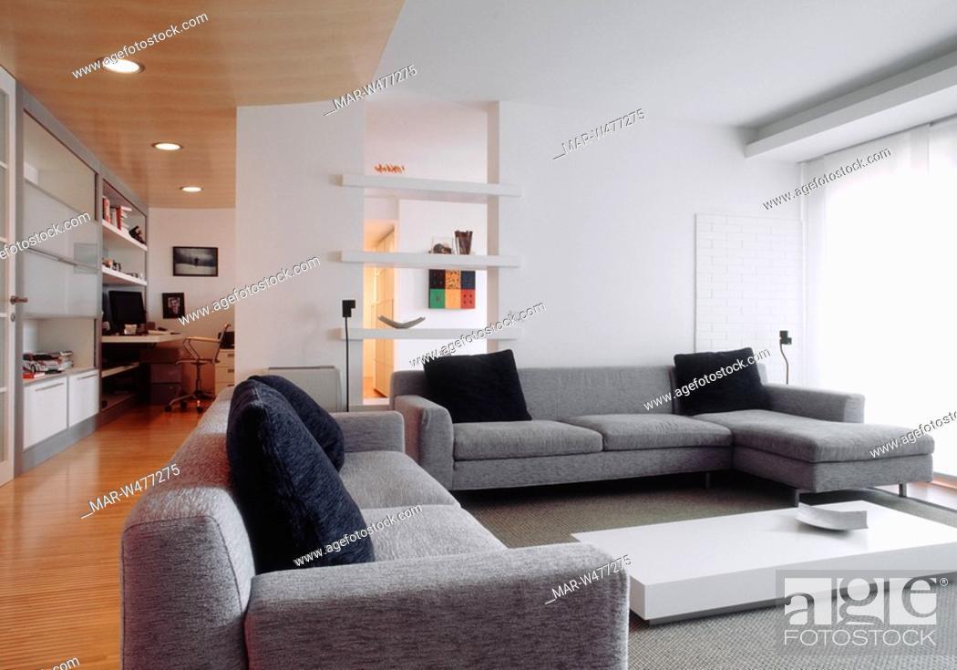 soggiorno con divani in tessuto grigio, Stock Photo, Picture And ...