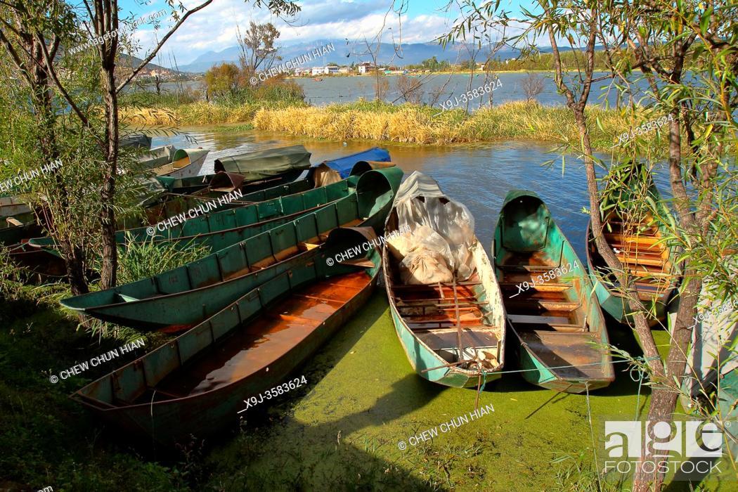 Stock Photo: Lake Er-hai, Shaping, Dali, Yunnan, China.