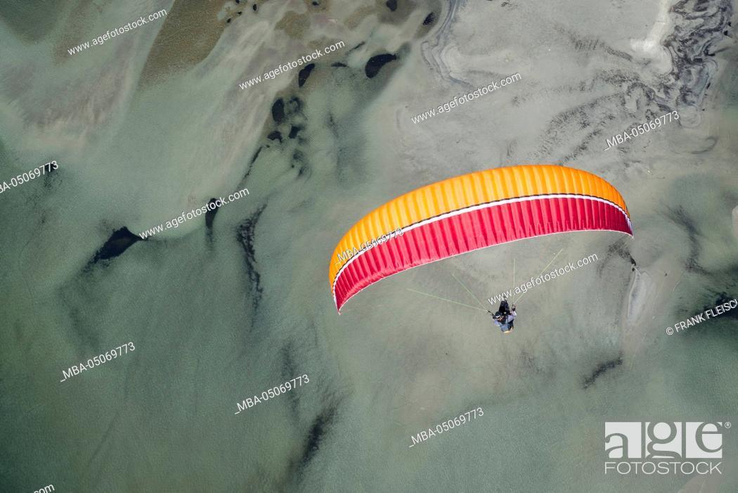 Stock Photo: Paraglider, flight, Paragliding, natural forms, pleasure, vacation, Lago Maggiore, mountain lake, Locarno, Maggia, Ticino, Switzerland.