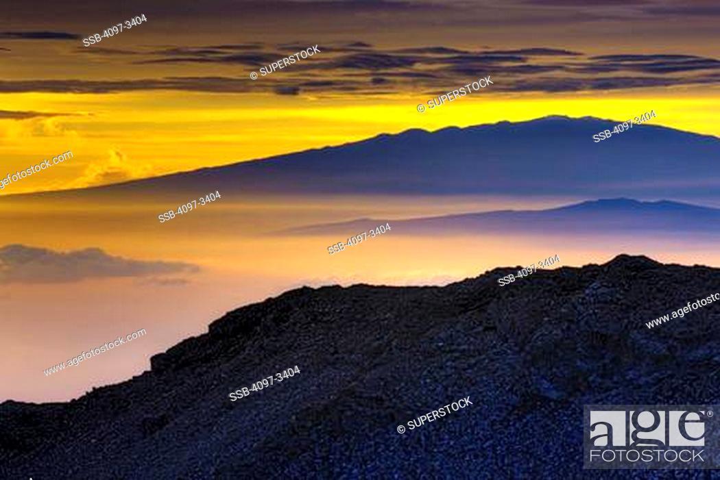 Stock Photo: Volcanic mountain at the coast, Mauna Loa, Kilauea, Haleakala, Maui, Hawaii, USA.