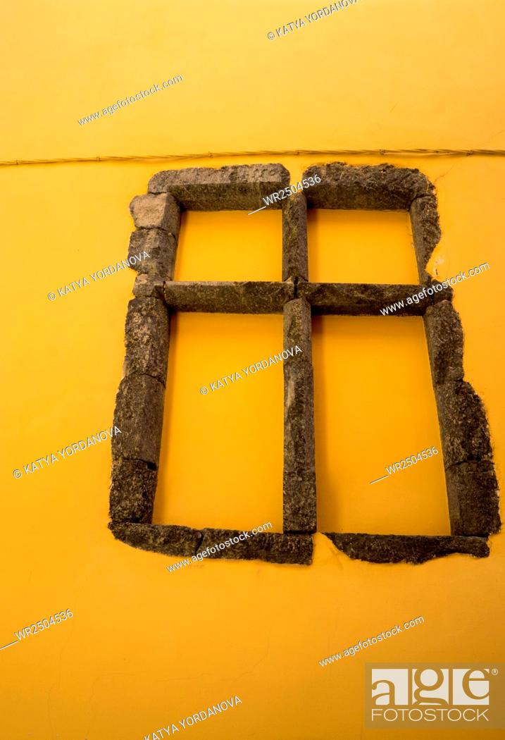Imagen: Stone window.