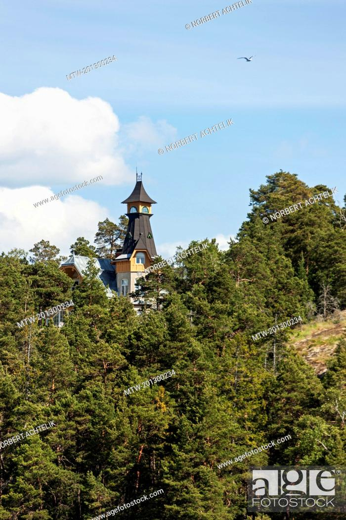 Imagen: Villa on hill, Velamsund, Stockholm, Sweden.