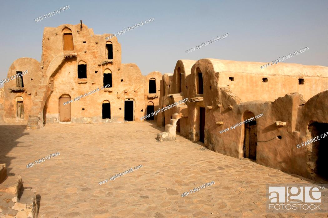 Imagen: Tunisia - Ksar Ouled Soltane - Ksar used to store goods for men and animals.