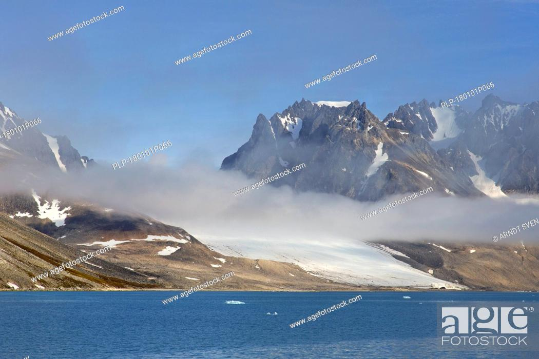 Imagen: Waggonwaybreen / Waggonway Glacier debouches into Magdalenefjorden in Albert I Land at Spitsbergen / Svalbard, Norway.