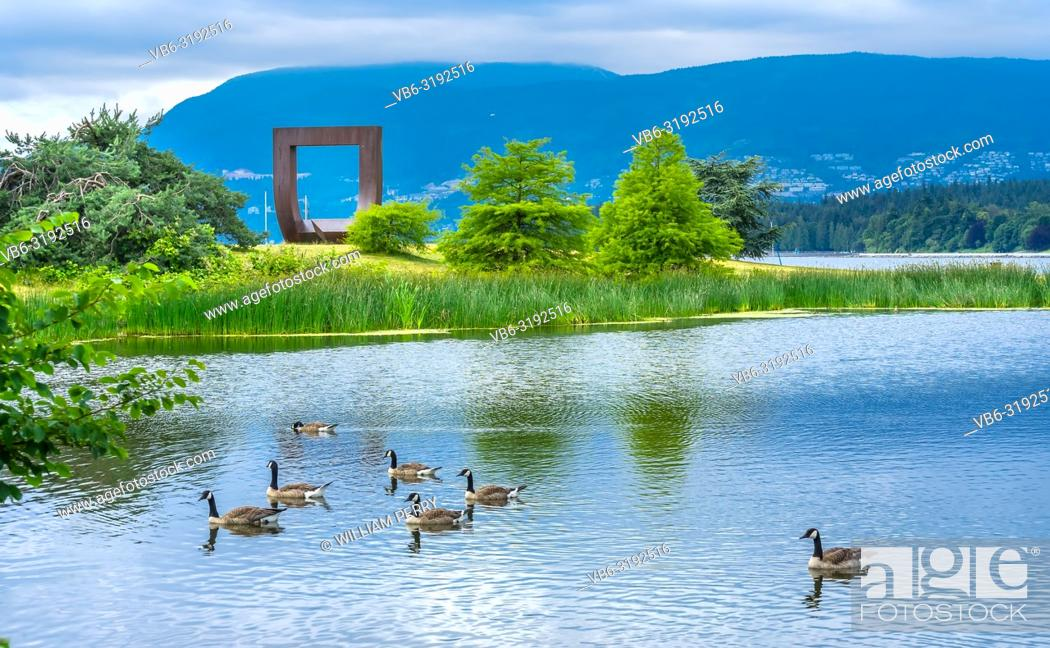 Imagen: Pond Canadian Geese Gate To The Passage Northwest Square Statue Vanier Park Vancouver British Columbia Canada Pacific Northwest.