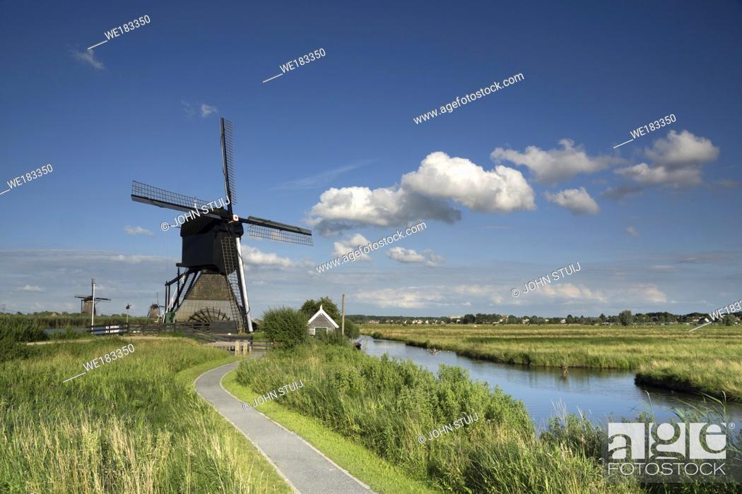 Stock Photo: Museum windmill Blokweer is one of the worldfamous windmills from Kinderdijk and part of the Unesco heritage site close to the city of Rotterdam.