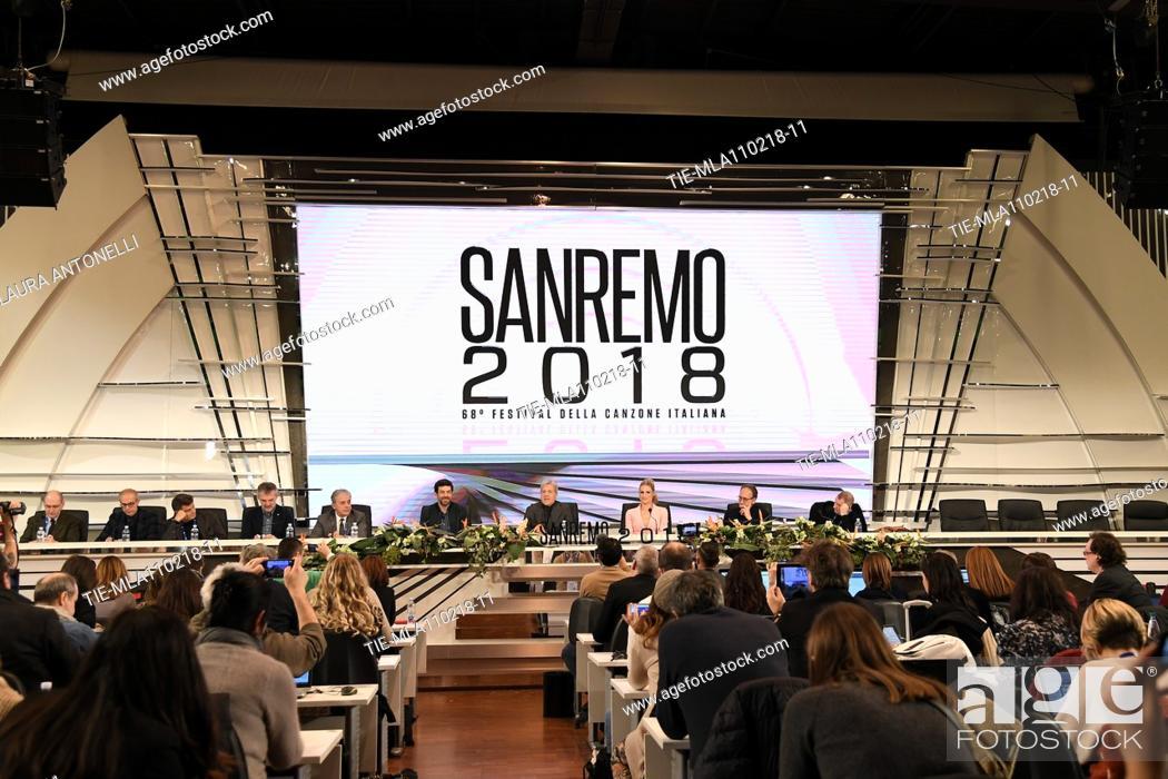 Imagen: Director of Rai1 Angelo Teodoli, Pierfrancesco Favino, Claudio Baglioni, Michelle Hunziker, director Duccio Forzano during the closing press conference of 68th.