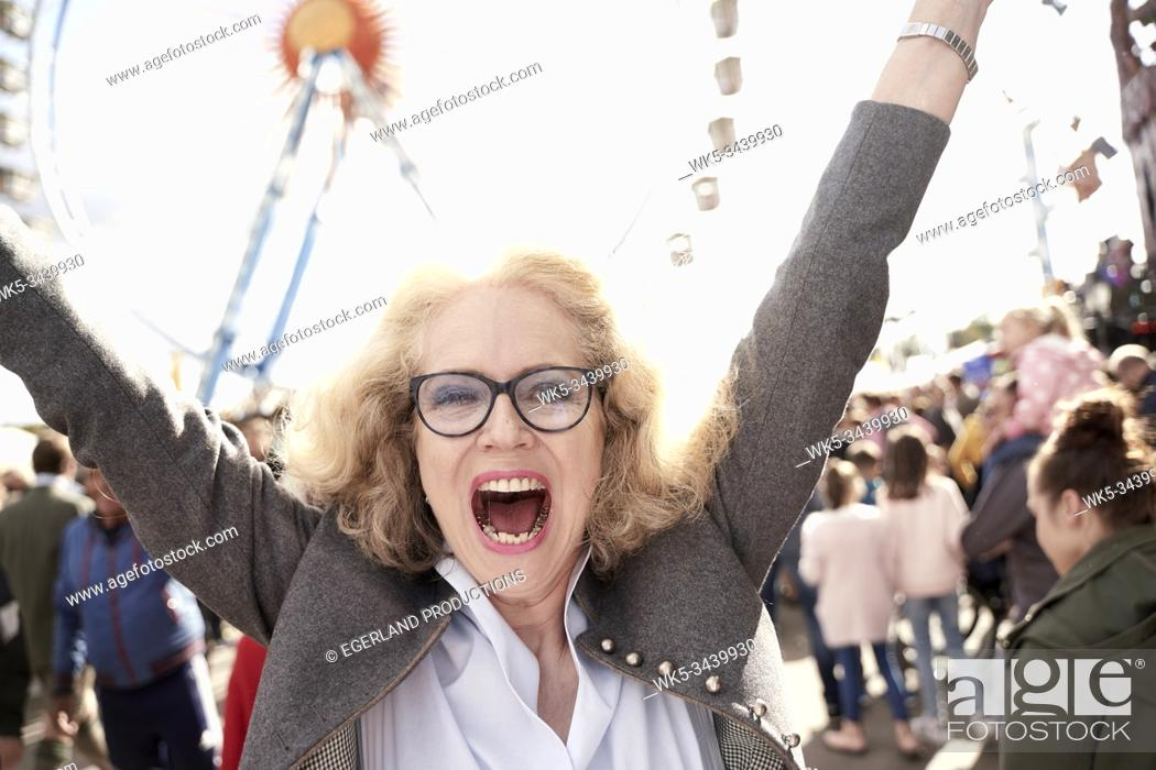 Photo de stock: senior woman celebrating Bavarian culture and tradition at Oktoberfest in Munich, Germany.