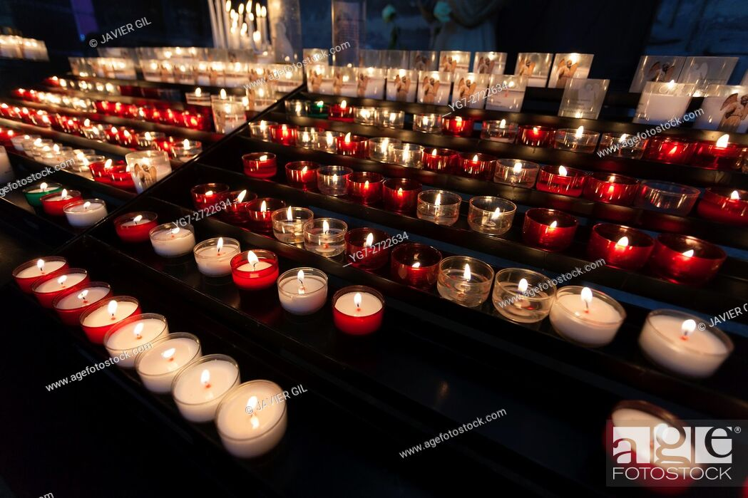 Stock Photo: Candles in the cathedral of Reims, Marne, Champagne-Ardenne, France.