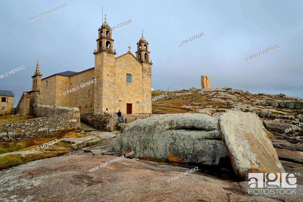 Imagen: Sanctuary of Virxe da Barca in Muxia, A Coruña, Spain.