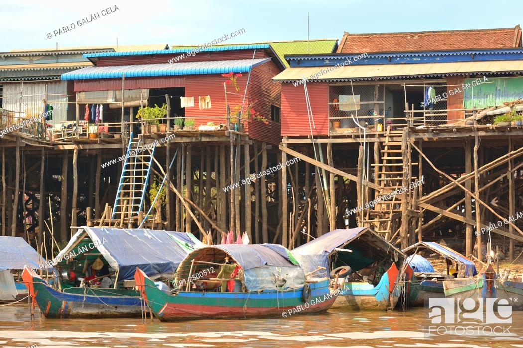 Imagen: Tom Le lake (freshwater lake), houses on water, Cambodia.