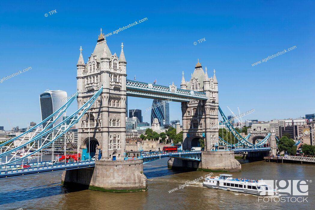 Imagen: England, London, Tower Bridge and City Skyline.