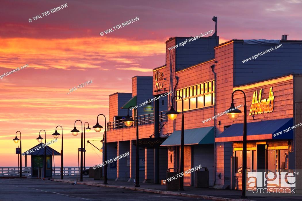 Stock Photo: USA, California, Central Coast, Santa Cruz, Municipal Wharf, dawn.