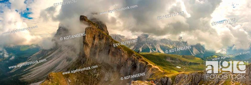 Imagen: Amazing view Dolomites mountains from Seceda over Odle Puez Italy.