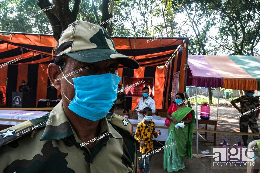 Imagen: The Indian Border Security Force (BSF) 84 battalion organizes a Civic Action Programme every year. Free medical checkup services and free medicine were given to.