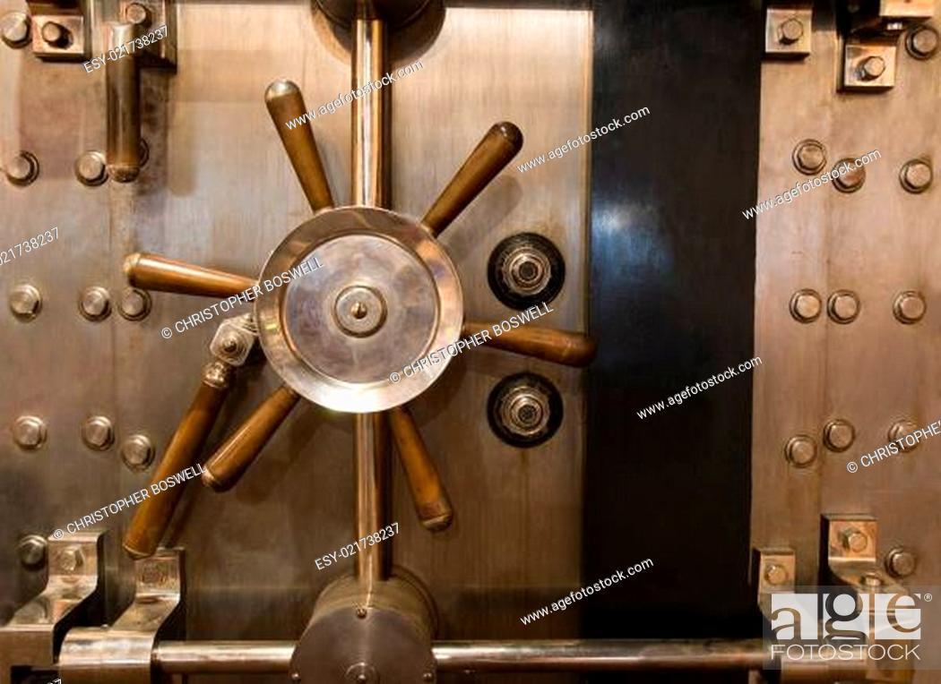 Photo de stock: Huge Inenetrable Vintage Bank Vault Massive Handle Combination Dial Lock.