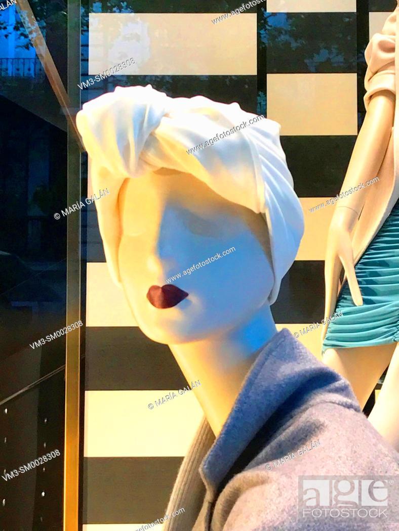 Photo de stock: Mannequin wearing turban in a shop window. Serrano street, Madrid, Spain.