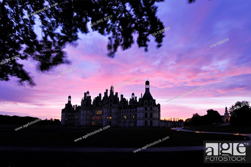 Stock Photo: France, Loir et Cher, Loire Valley, Chambord, Palace of Chambord on the world heritage list of UNESCO, built in XVI century in Renaissance style.