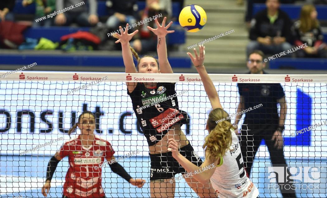 Stock Photo: 23 November 2019, Saxony, Dresden: Volleyball, women: DVV Cup, Dresdner SC - Ladies in Black Aachen. Dresden's Kadie Rolfzen (rear) and Aachen Tessa Polder in.