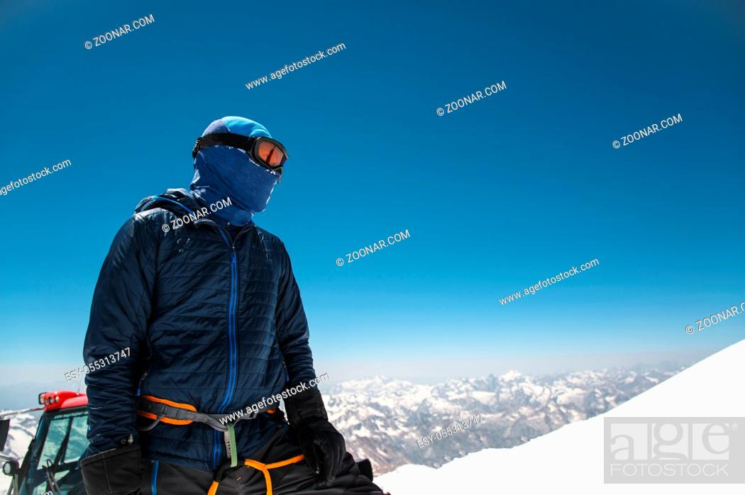 Photo de stock: Professional fully equipped guide - climber on the snow-covered summit of the sleeping Elbrus volcano.