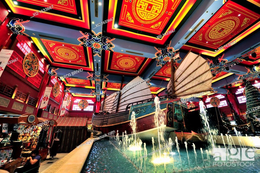 Stock Photo: IBN Battuta, the world's largest themed shopping mall  The China Court  Dubai, United Arab Emirates.