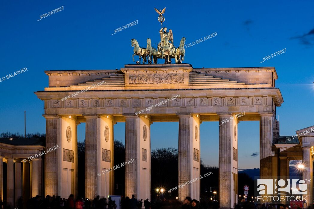 Stock Photo: Cuadriga ornamental, puerta de Brandenburgo, obra del arquitecto Carl Gotthard Langhans, Berlin, Germany.