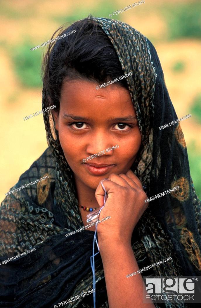 Stock Photo: Mauritania, Adrar region, girl in Chinguetti.