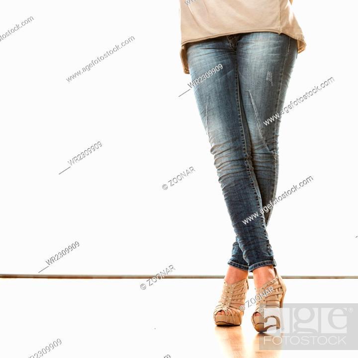 Imagen: woman legs in denim trousers high heels shoes.