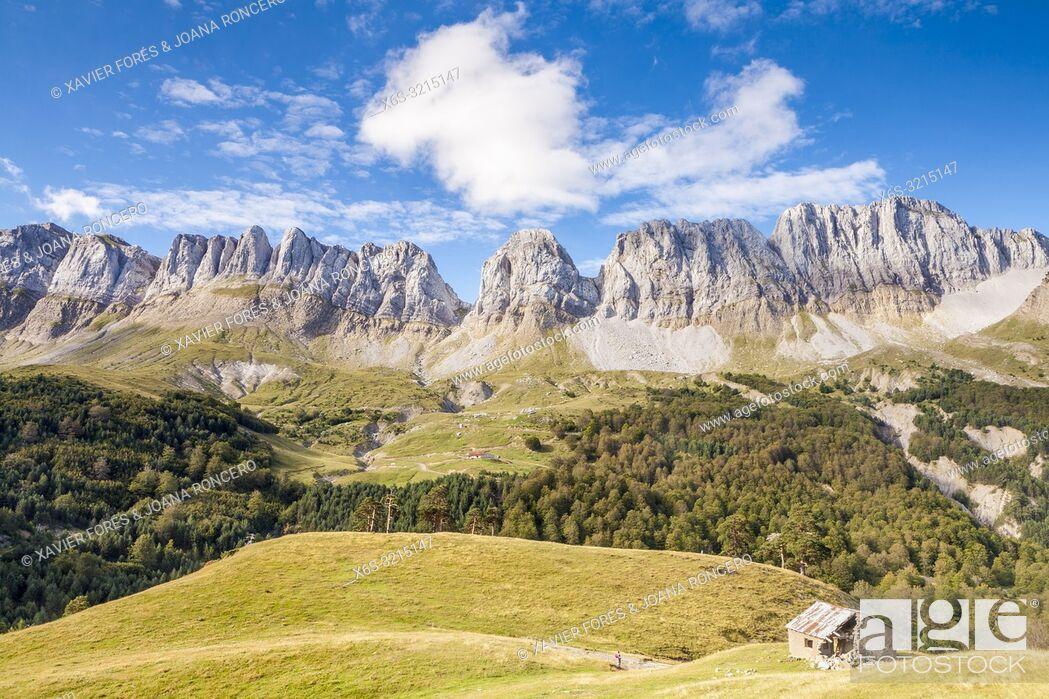 Stock Photo: Sierra de Alano y Barranco de la Taxera, Zuriza, Valle de Anso, Huesca, Spain.