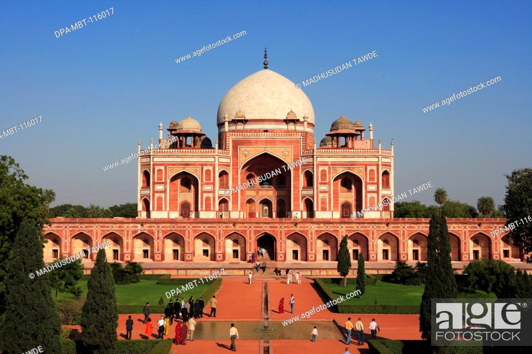Stock Photo: Tourists at Humayun's tomb built in 1570 made from red sandstone and white marble first garden-tomb on Indian subcontinent persian influence in mughal.