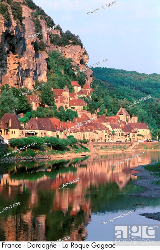 Stock Photo: France - Dordogne - La Roque Gageac.