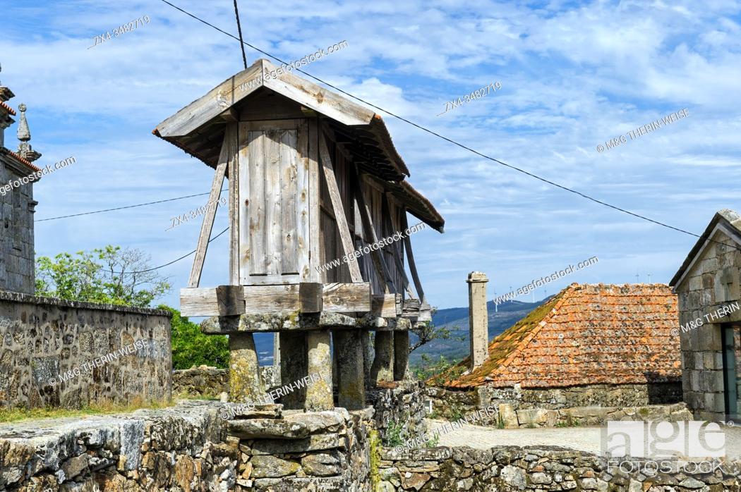 Photo de stock: Traditional Espiguero, Granary in the center of the village, Paredes do Rio, Peneda Geres National Park, Minho, Portugal.
