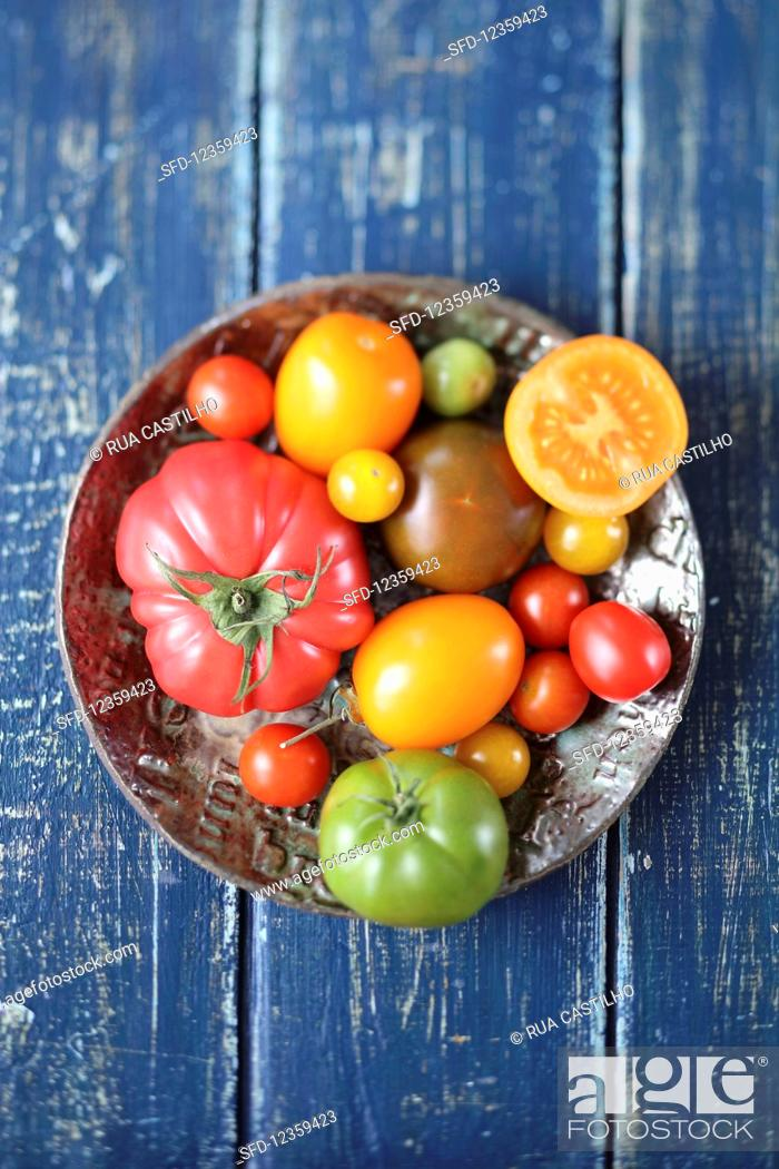 Photo de stock: Various types of tomatoes.