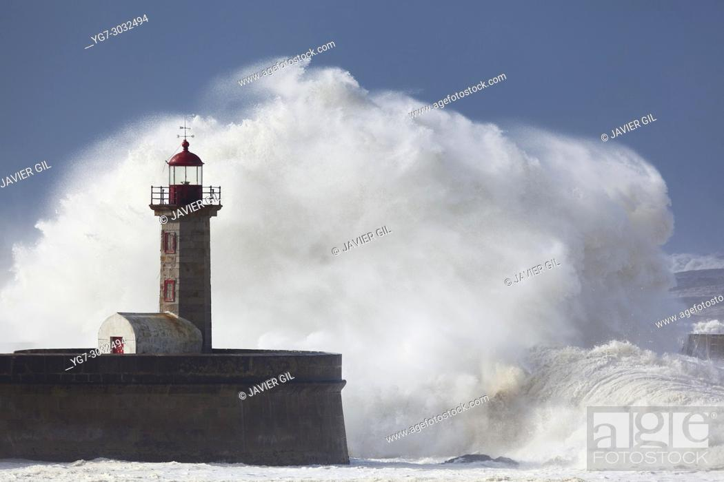 Stock Photo: Heavy sea in the lighthouse of Porto, Portugal.