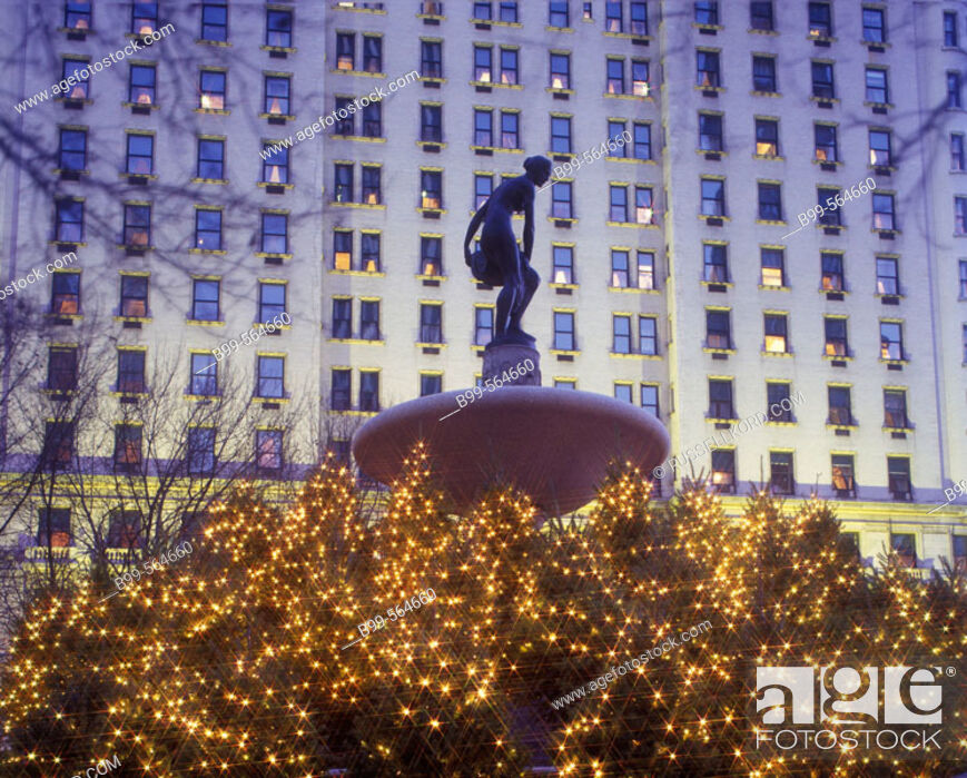 Stock Photo: Christmas, Pulitzer Fountain, Plaza Hotel, Manhattan, New York, Usa.