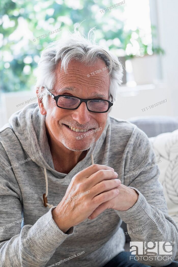 Imagen: Portrait of smiling senior man.