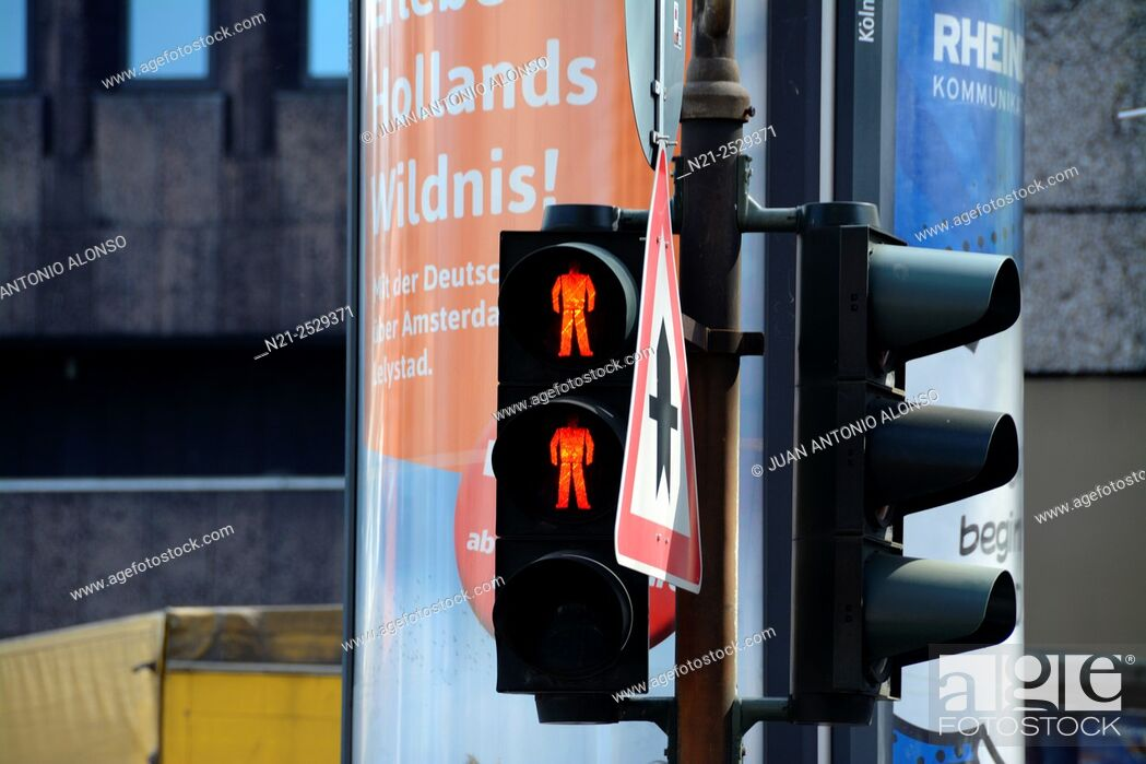 Stock Photo: Traffic lights. Cologne, North Rhine-Westfalia, Germany, Europe.