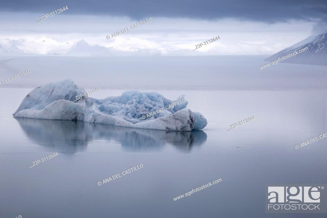 Stock Photo: Jokulsarlon glacier lagoon lake in winter. Iceland.