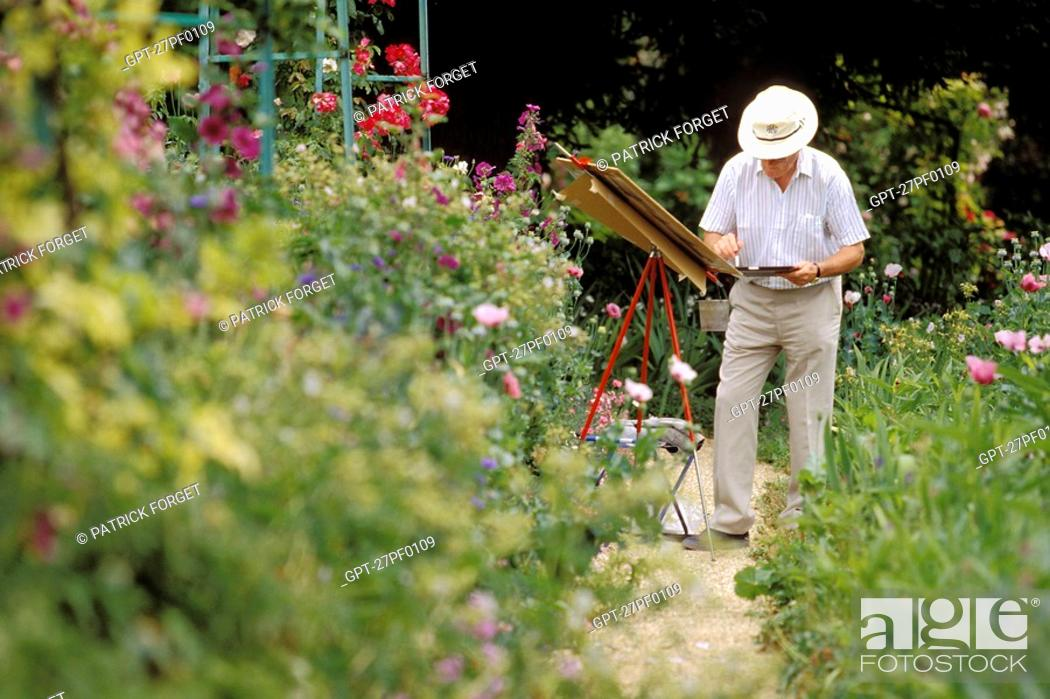 Stock Photo: PAINTER IN CLAUDE MONET'S GARDEN, GIVERNY, EURE 27, NORMANDY, FRANCE.
