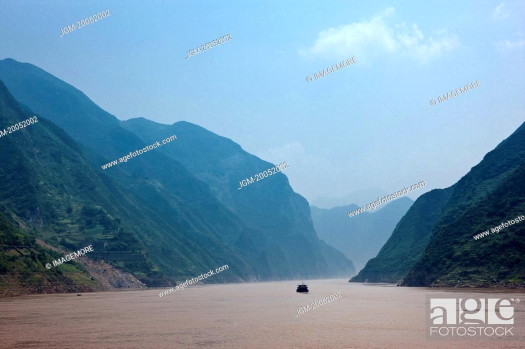 Stock Photo: China, Yangtze River, Three Gorges, Wu Gorge.