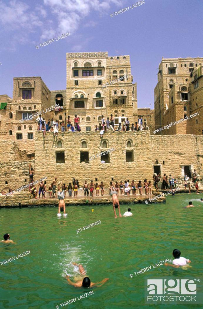 Stock Photo: Yemen, Hababa, water tank.