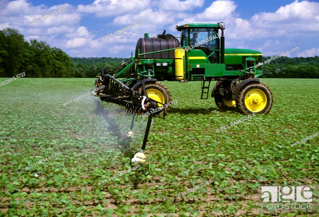 Stock Photo Agriculture Chemical A John Deere High Clearance Sprayer Applying Roundup Ultra Max To Early Growth Ready Soybeans Tn