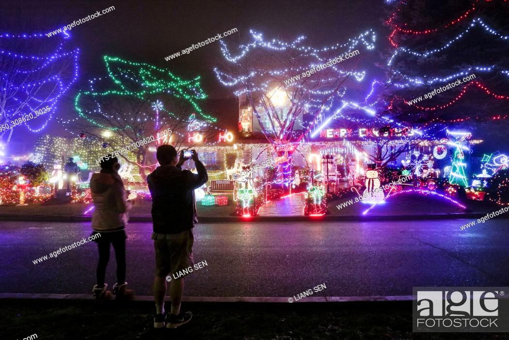 Stock Photo: (171208) -- VANCOUVER, Dec. 8, 2017 () -- People take pictures of a house decorated with Christmas lights for the upcoming biggest holiday season of the year.