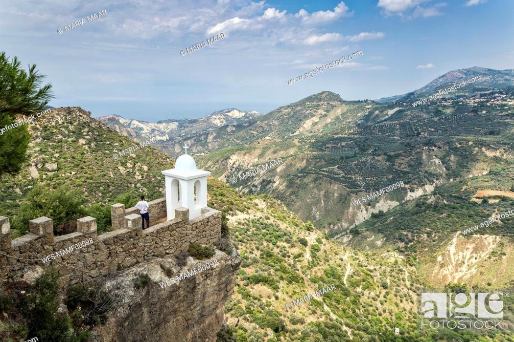 Imagen: Greece, Peloponnese. Corinthia, Small chapel.