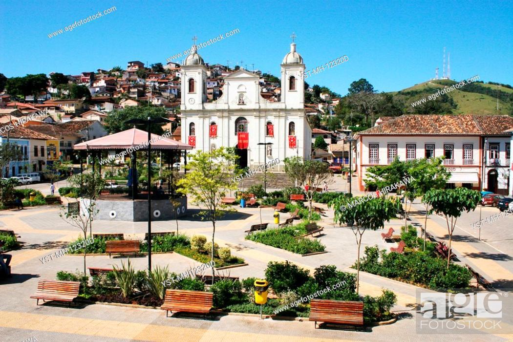 Imagen: Square Dr. Oswaldo Cruz, Church Matriz de São Luís de Tolosa, São Lúis do Paraitinga, São Paulo, Brazil.