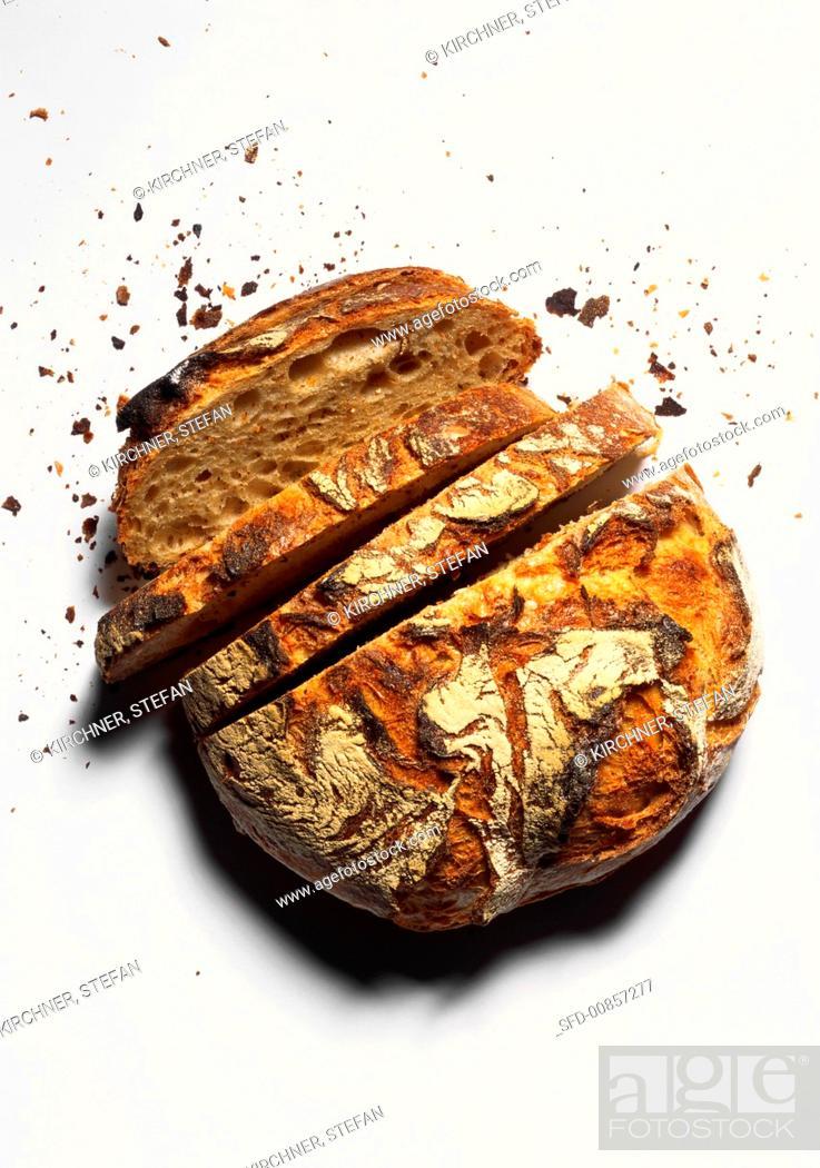 Photo de stock: A crusty farmhouse loaf, slices cut.