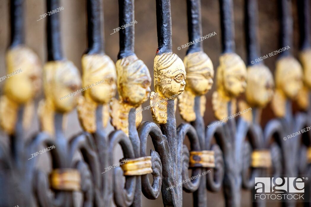 Imagen: Gate of The Cathedral of St Bartholomew with cherubs for luck, Plzen, Czech Republic, Europe.