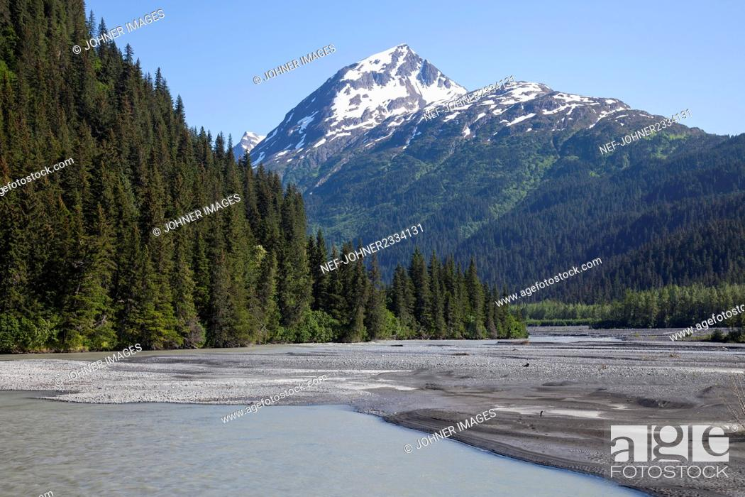 Photo de stock: Snowcapped mountains.