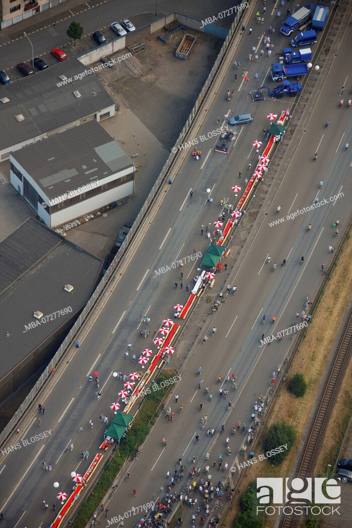 Stock Photo: Aerial view, A40 closure, Ruhrschnellweg, cultural capital 2010 Essen, RUHR.2010 - Still Life on the A40, Duisburg, Ruhr Area, North Rhine-Westphalia, Germany.